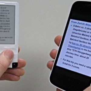 E Ink displej napájený bezdrátově přes NFC z mobilního telefonu