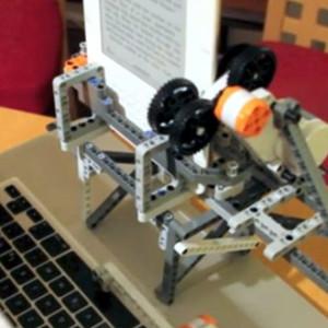 Vtipný způsob jak pomocí systému Lego NTX a notebooku převést elektronickou knihu s ochranou