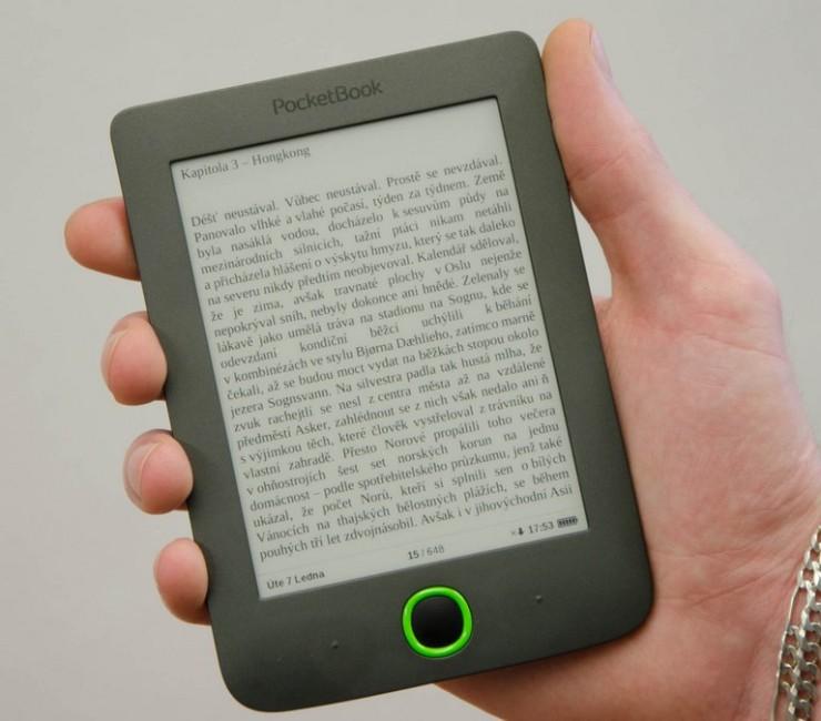 PocketBook Mini padne výborně do dlaně