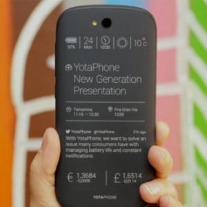 YotaPhone 2 - smartphon s druhým E Ink displejem